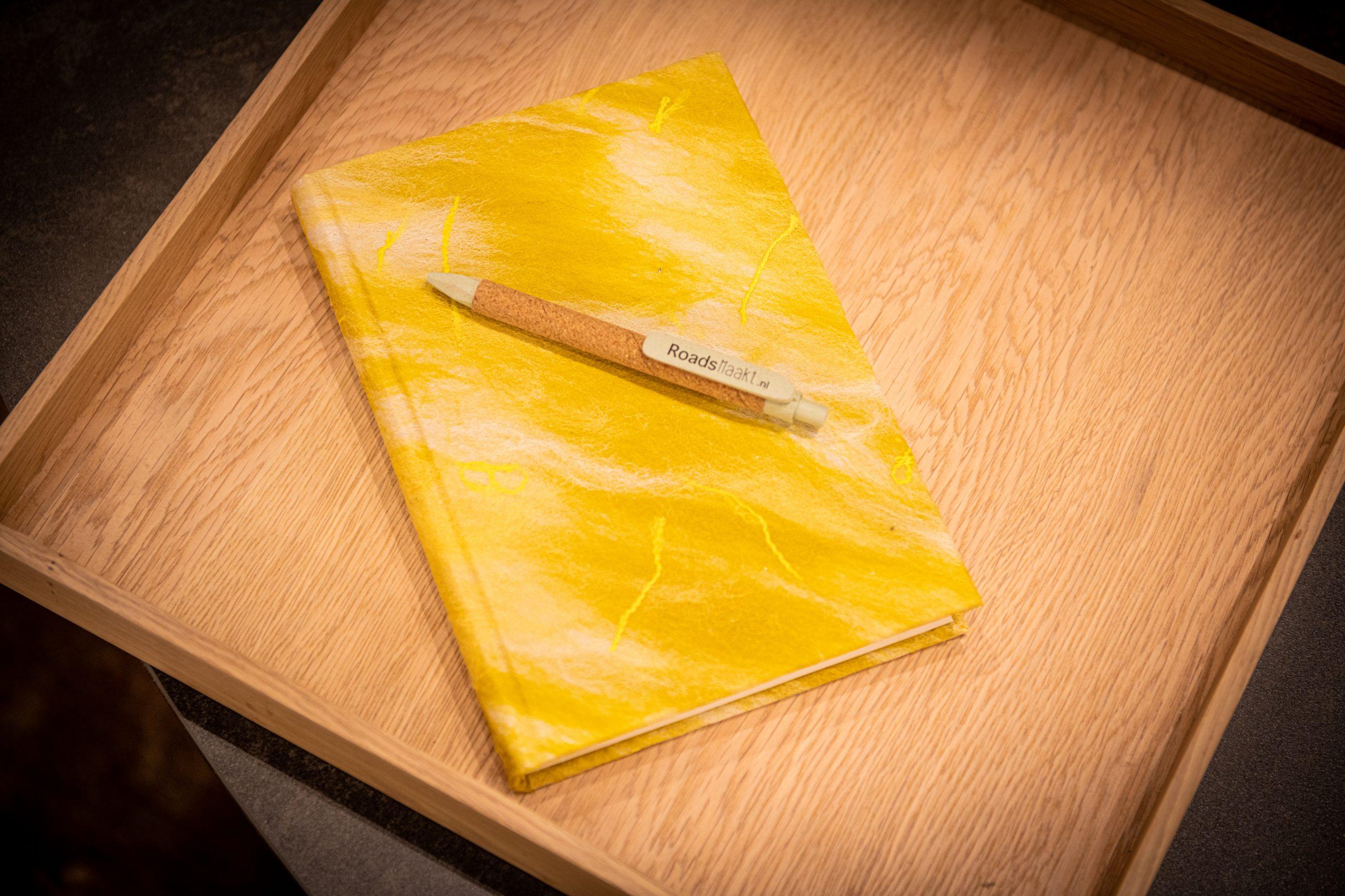 notitieboekje geel