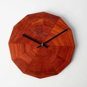minimalistische houten wandklok